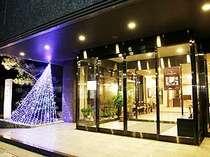 冬は正面玄関がライトアップされて、とてもきれいです♪
