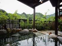 男性大浴場(露天風呂:岩 昼間
