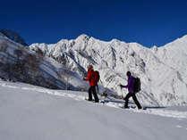 雪山登山。2000mほどの山をスノーシューやアイゼンを使って挑戦。
