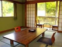 10畳の和室(一例)ファミリーやグループで楽しめる10畳の和室は5名様までご宿泊いただけます