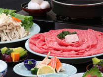 柔らかいお肉を卵と絡めて…定番の牛すき鍋はみんなが大好きな味♪