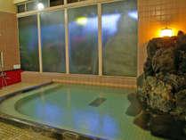 かつて傷ついた戦国武将も癒されに訪れたとの逸話も残る「湯の花温泉」。日頃の疲れを癒してください。