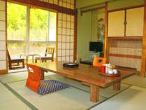 8畳の和室(一例)カップルやご夫婦におすすめの8畳の和室は4名様までご宿泊いただけま