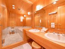 *デラックスツインのバスルーム(一例) 洗面所と独立した、広々とした快適なバスルーム♪