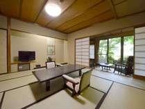 ゆったりとした広縁も付いた、露天風呂付和室一例です