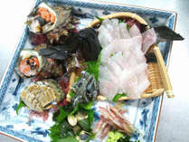 串本の鮮魚をふんだんに使ったお刺身盛り(画像は3~4人前になります)