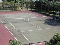【テニスコート】緑に囲まれた中で日頃の運動不足を自然の中で解消してみませんか!一時間千円。