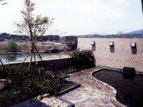 【露天風呂】眼前に広がる利根川を望む露天風呂