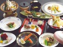 【夕食】和洋折衷の『もみじ膳』料理(内容は季節ごとに変わります。)