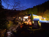 川面の夜景外観