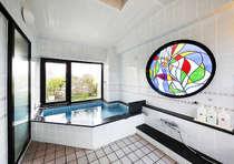 大浴場(4階)_どなたでも利用可能です。ご利用時間はお尋ねください