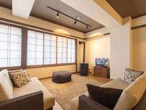 L4 Apartment Lounge