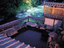 絶景の大露天風呂 夜は手に取れるような満天の星空が 思わず長湯をしちゃいます