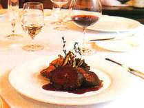 *【夕食(一例)】多くのグルメに愛される、幻のヒレステーキ