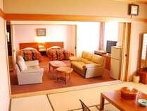 和室10畳、洋室ツインルームのついた広々としたバス・トイレ付き和洋室