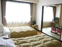 ベッドルーム+和室6畳の和洋室