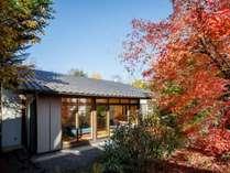 森泊 ー*ユキノシタ棟秋の外観の様子