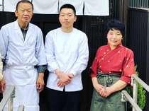 【スタッフ】料理歴50年の2代目、後を引き継ぐ3代目、笑顔がチャームポイントの女将