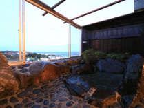 【半露天岩風呂】お天気が良ければ夕陽が楽しめます♪