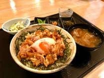 【ラフテー丼御膳】さらに新鮮なお刺身もつきます。沖縄の味覚をお愉しみください!