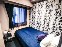 ◆シングルルーム◆全室セミダブルベッドでのご用意となります。*全室4Kテレビ導入