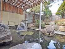 【露天風呂】岩造りの「露天風呂」は開放感たっぷり