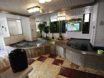 お風呂場には大画面のテレビが。水風呂は16度です。