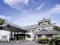 *外観/山の中に建つ天守閣の宿。渋川市街を眼科に望む絶好のロケーション!