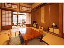 【和室6帖一例】川と日本庭園の両方に面した客室。お部屋は2階になります。