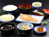 【朝食】シンプルな和朝食です。