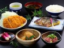 【夕食】ボリューム満点!!日替わり夕食です。