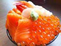 【朝食】朝からいくら丼・海鮮丼を贅沢に、たっぷり♪(一例)