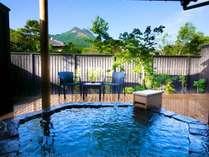 湯布院の風を感じながら愉しむ、全室離れの露天風呂