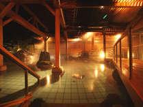 「白玉の湯」を楽しむ大浴場露天風呂