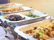 和食と中華料理が楽しめる朝食バイキング
