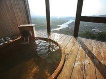 【展望ひのき風呂付洋室】源泉かけ流しの温泉がお好きな時間に何度でも楽しめます♪