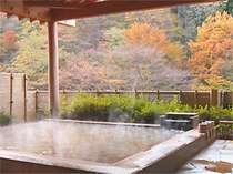 四季折々の景色が楽しめるふくいち露天風呂。夜にはお月見、秋には紅葉と風情を感じながらお寛ぎを。