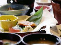朝食もメニュー豊富な和食膳をご用意致します。
