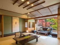2017年4月にリニューアルした和モダン新客室。絵画のような四季折々の景色を眺める景色を独り占め。