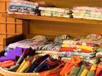 浴衣と帯もカラフルにご用意しております。お好みのお色をお選びください。