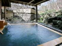 ヒノキの香りが心地良い庭園露天風呂で至福のひとときを。