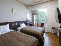【ツインルーム】全室「ブレスエアー」を採用、腰が沈まない特殊な硬さで、上質な寝心地を提供。