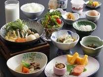 和朝食 ※お食事は予約状況によりブッフェもしくは個食での提供となります。(選択制ではございません)