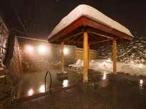 *露天風呂/北海道の冬。懇々と降る雪景色を眺めながら癒しのひと時をお過ごし下さい。