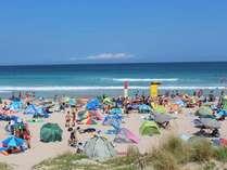 夏真っ盛りの白浜大浜ビーチ。