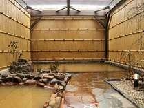 源泉かけ流しの天然温泉「しおさいの湯」は夜24時迄、朝5時からご利用頂けます。写真は男性露天風呂です