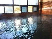 湯の川温泉の源泉かけ流しの温泉は体の芯から温まると好評です♪