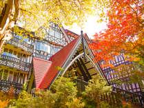 ★紅葉シーズン、ホテル敷地内の見ごろは10月上旬~10月中旬です。※例年情報の為、変わることがあります。
