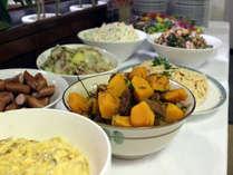 ★忙しい毎日の始まりに★ 和食の朝食はお客様より大好評♪日替りでいろいろな料理を無料でご用意!!