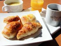 パン・コーヒー・スープ・ジュース等ご用意しております。